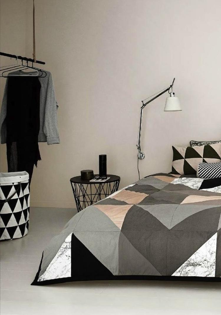 stoere slaapkamer, zo\'n kledingrek blijft leuk!. Foto geplaatst door ...