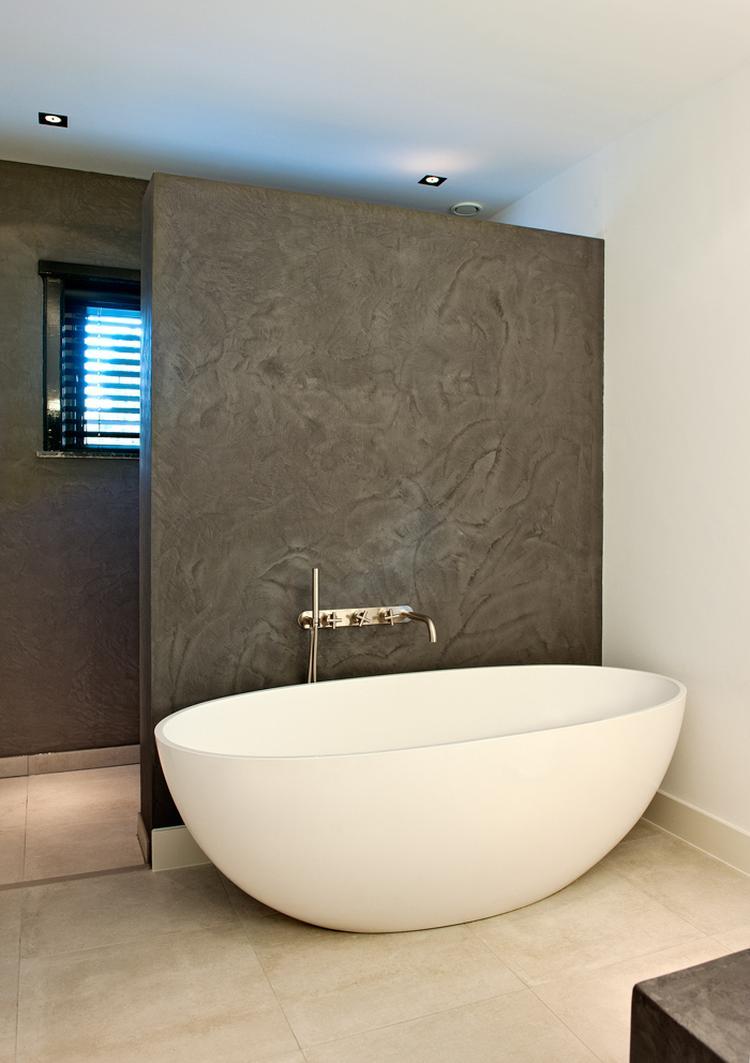 Wand badkamer in betoncirepro. Foto geplaatst door beton2801 op Welke.nl