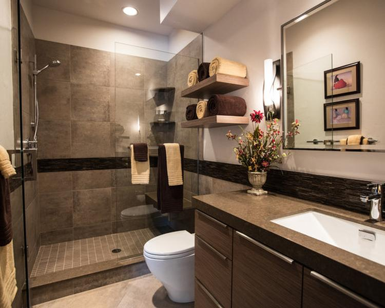 Mooie badkamer dat wit met bruintinten. Foto geplaatst door ...