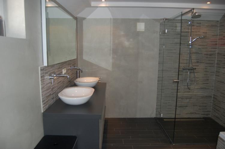betonlook badkamer muren. Foto geplaatst door esthermd op Welke.nl