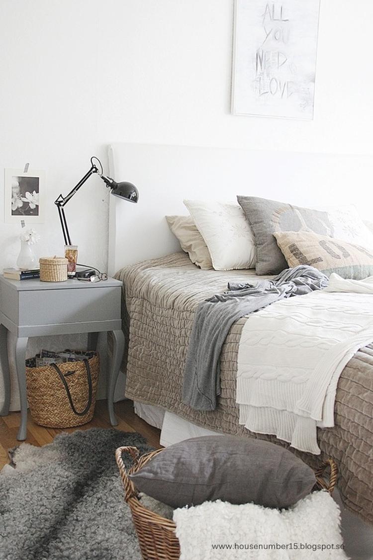 Landelijke slaapkamer met grijstinten. Foto geplaatst door Ietje op ...