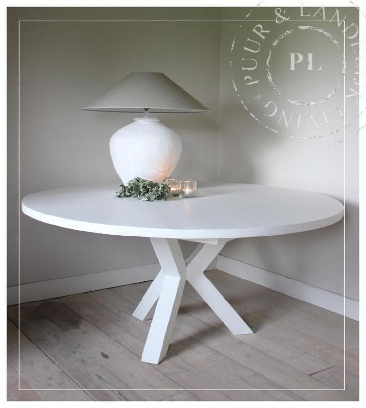 Eettafel Modern Wit.Mooie Ronde Eettafel In Wit Pas Ook In Modern Interieur Foto