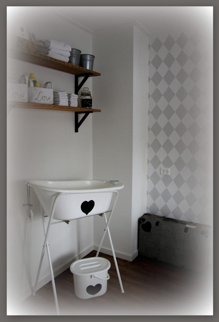 inrichting babykamer, badje opgeleukt met zwart raamfolie. oude, Deco ideeën
