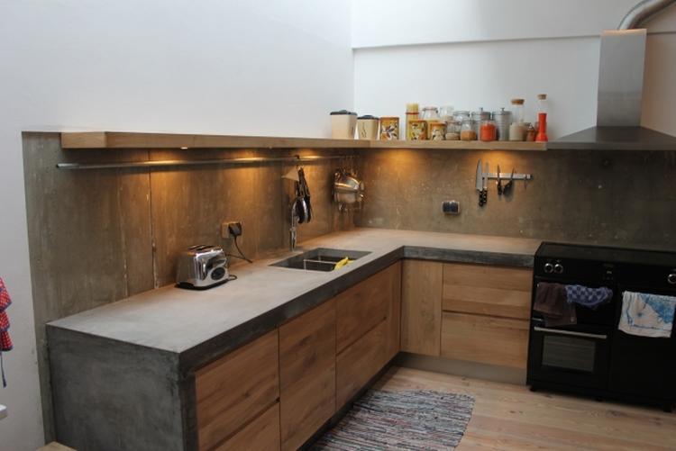 Keuken Ikea Houten : Keuken betonnen blad met houten frontjes gemonteerd op ikea