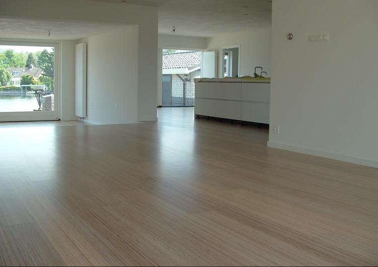 Moderne Houten Vloeren : Moderne strakke houten vloer gemaakt van berken multiplex