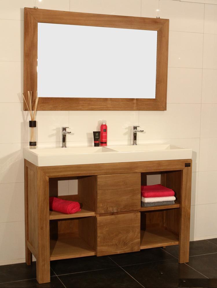 Houten badkamermeubel gemaakt van teakhout en gecombineerd met een ...