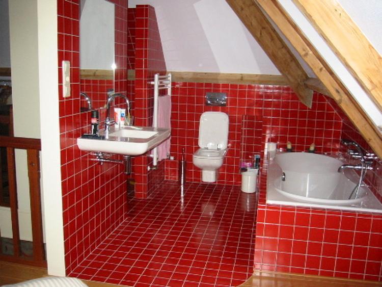 Handige Indeling Badkamer : Handige indeling badkamer onder schuine wand foto geplaatst door