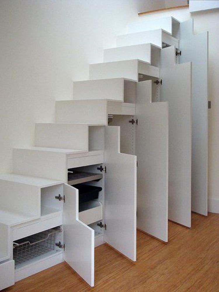 Kledingkast Hangkast Ikea.Handige Kast En Trap In Een Lijkt Ikea Foto Geplaatst Door Vlocke