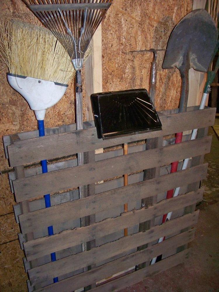 New reuze handig dit rek voor tuingereedschap. Foto geplaatst door art  &SB44