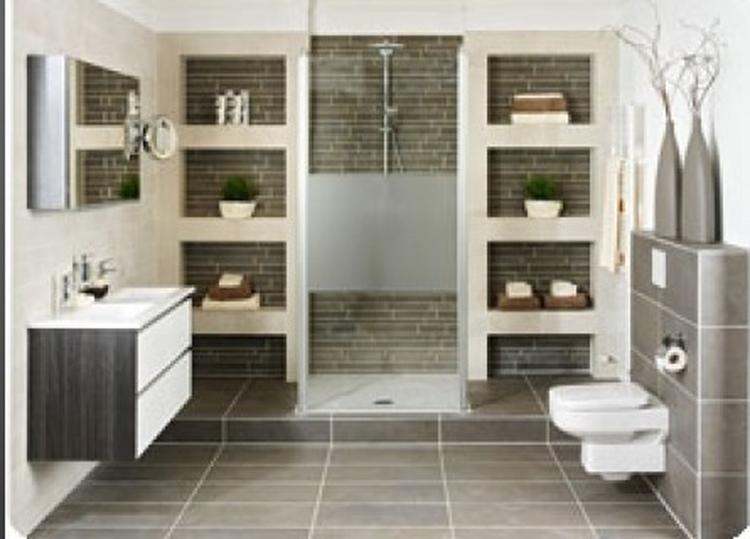 grote badkamer met planken. Foto geplaatst door Sannroy op Welke.nl