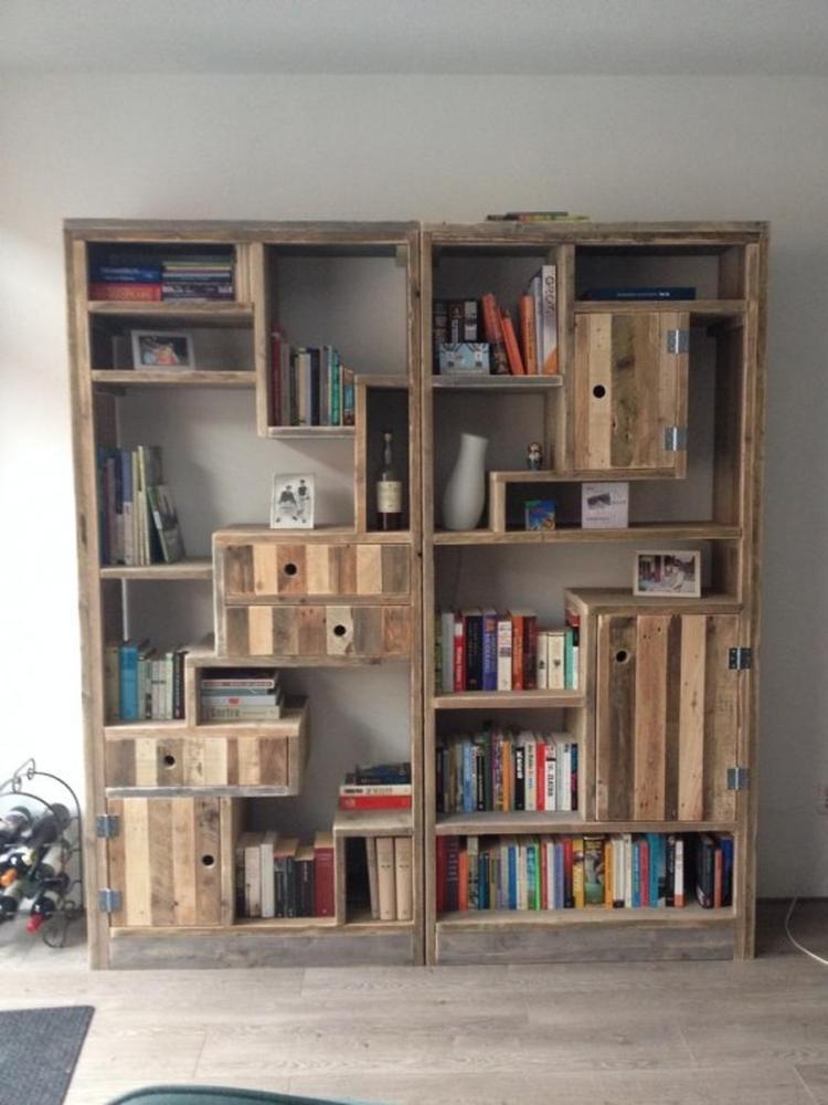 Boekenkast van steigerhout en pallethout. Foto geplaatst door ...