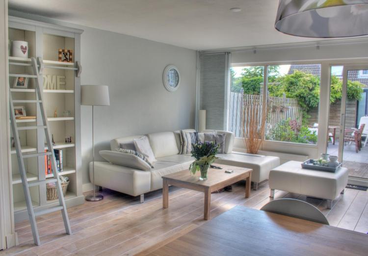 onze fijne woonkamer. Foto geplaatst door esmeeb op Welke.nl