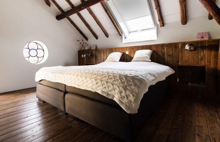 slaapkamer met oud hout jielde lampen te koop in de lovt webshop