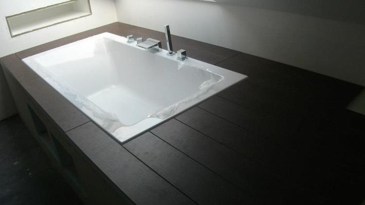 Parket in de badkamer u laminaat parket badkamer brigee veronove tegels - Badkamer imitatie parket vloertegels ...