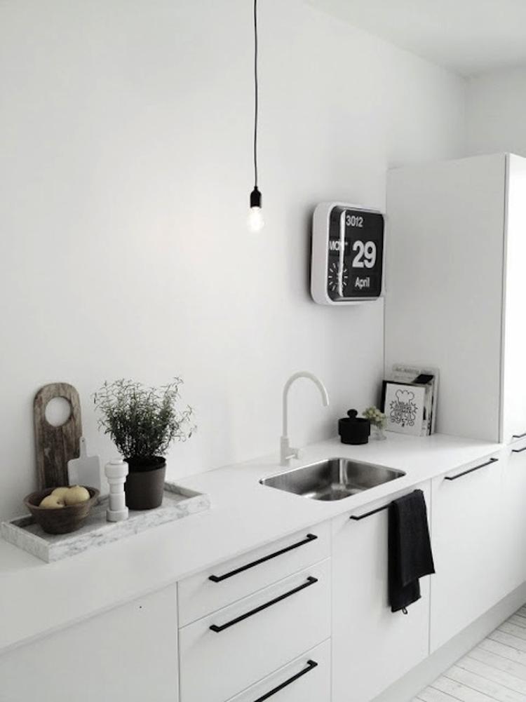 Wow witte keuken met zwarte handgrepen. Stijlvol en opvallend ...