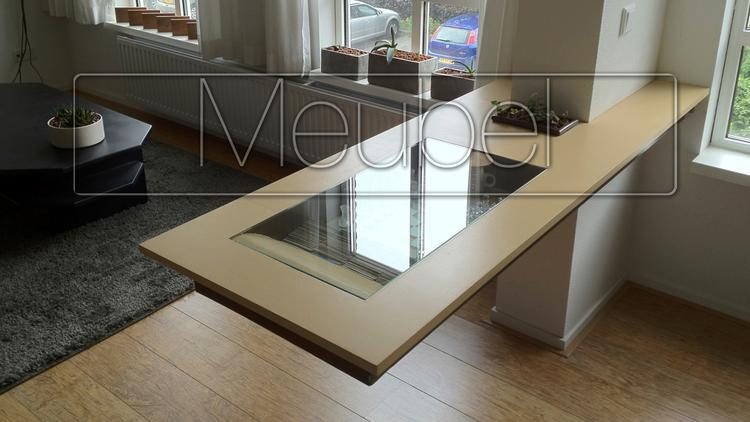 zwevende tafel ter verdeling keuken-woonkamer. Foto geplaatst door ...