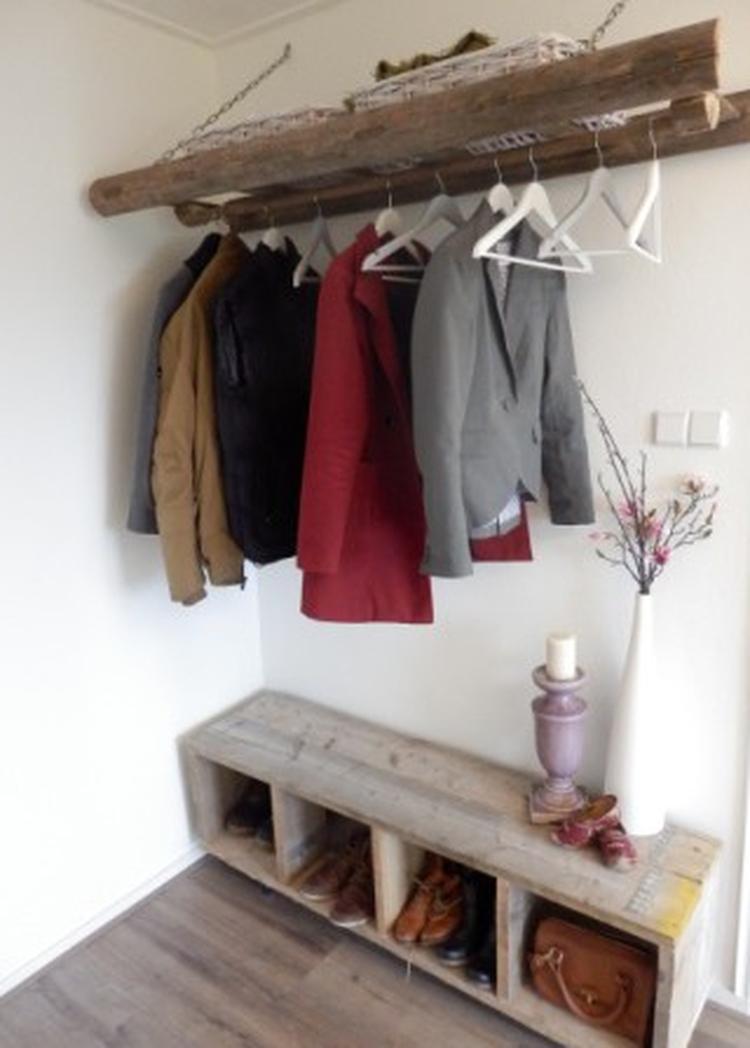 Genoeg Zelf gemaakte kapstok van een oude houten ladder en een  @PX72