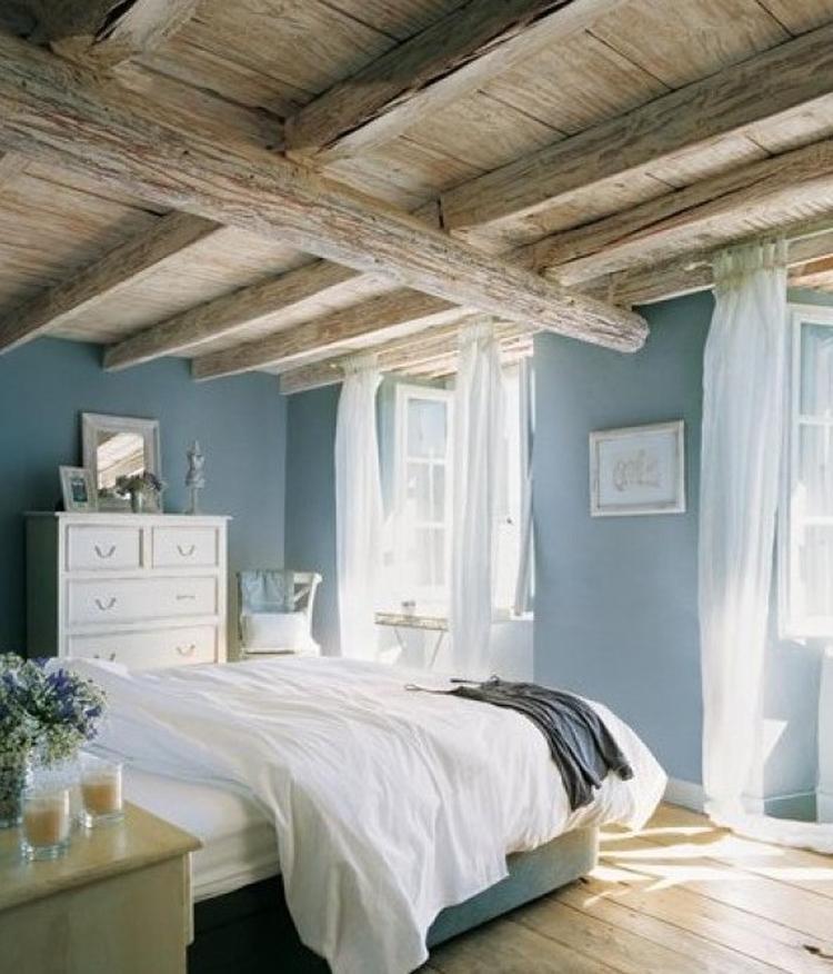 Prachtige slaapkamer met blauw en hout accenten. Tref: blauw, hout ...