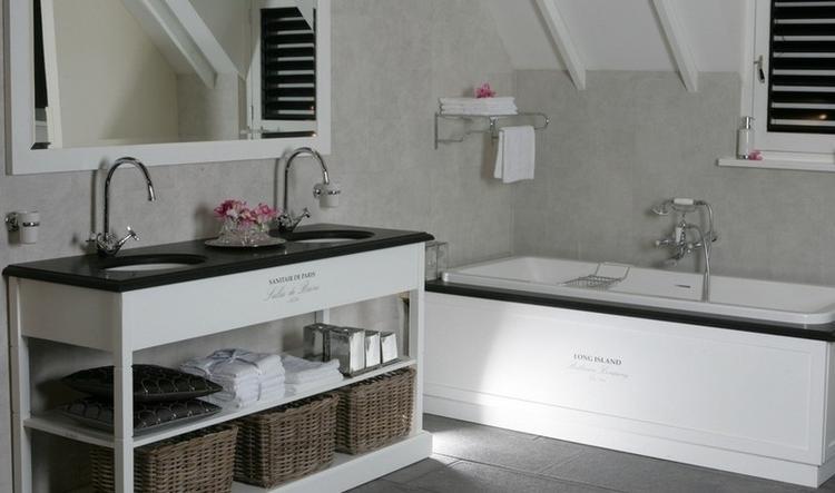 Mooi landelijk badkamer meubel met landelijk inbouwbad Vanheck ...
