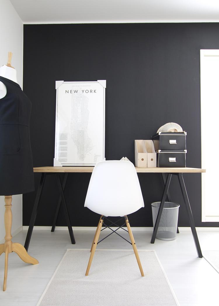 Bureau Wit Met Hout.Inspirerende Werkkamer Combinatie Zwart Wit Hout Eames Stoel