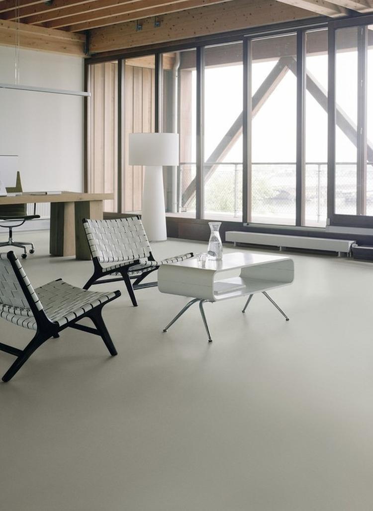 Strakke, eenvoudige vinyl/marmoleum vloer. Foto geplaatst door ...