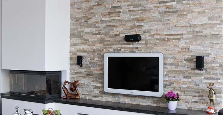 Modern Rusty in woonkamer met Openhaard. Herken jij de paneelvorm ...