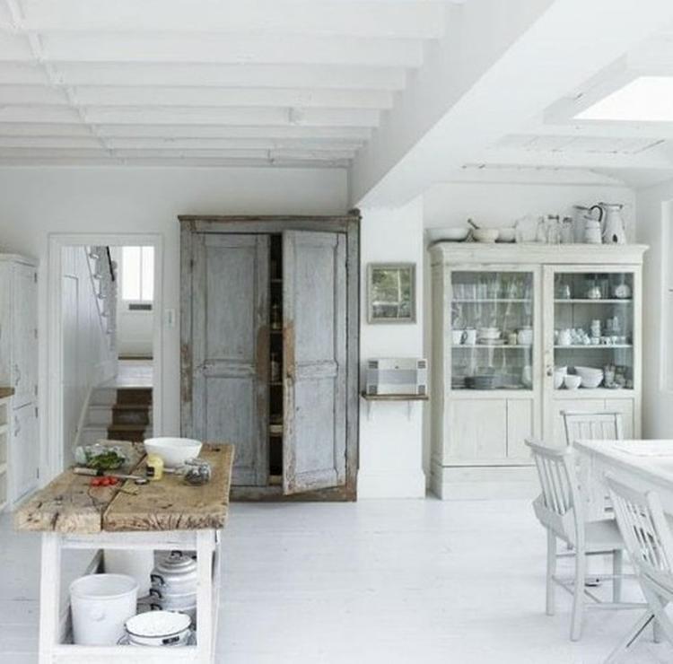 De Oude Kasten Maken De Sfeer In Deze Keuken Samen Met De