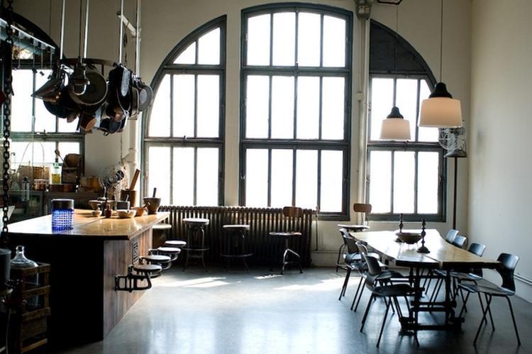 Industriele keuken met veel ruimte. foto geplaatst door zaza op welke.nl