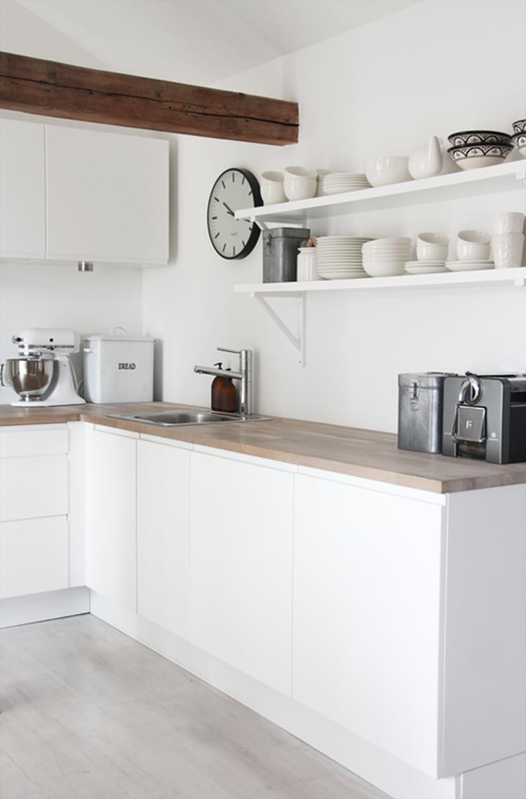 Fabulous Witte keuken met houten aanrechtblad; keukenplanken, mooie styling  #DY94