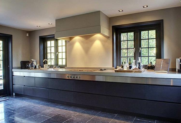 Muur blauwe keuken - Trendkleur keuken ...