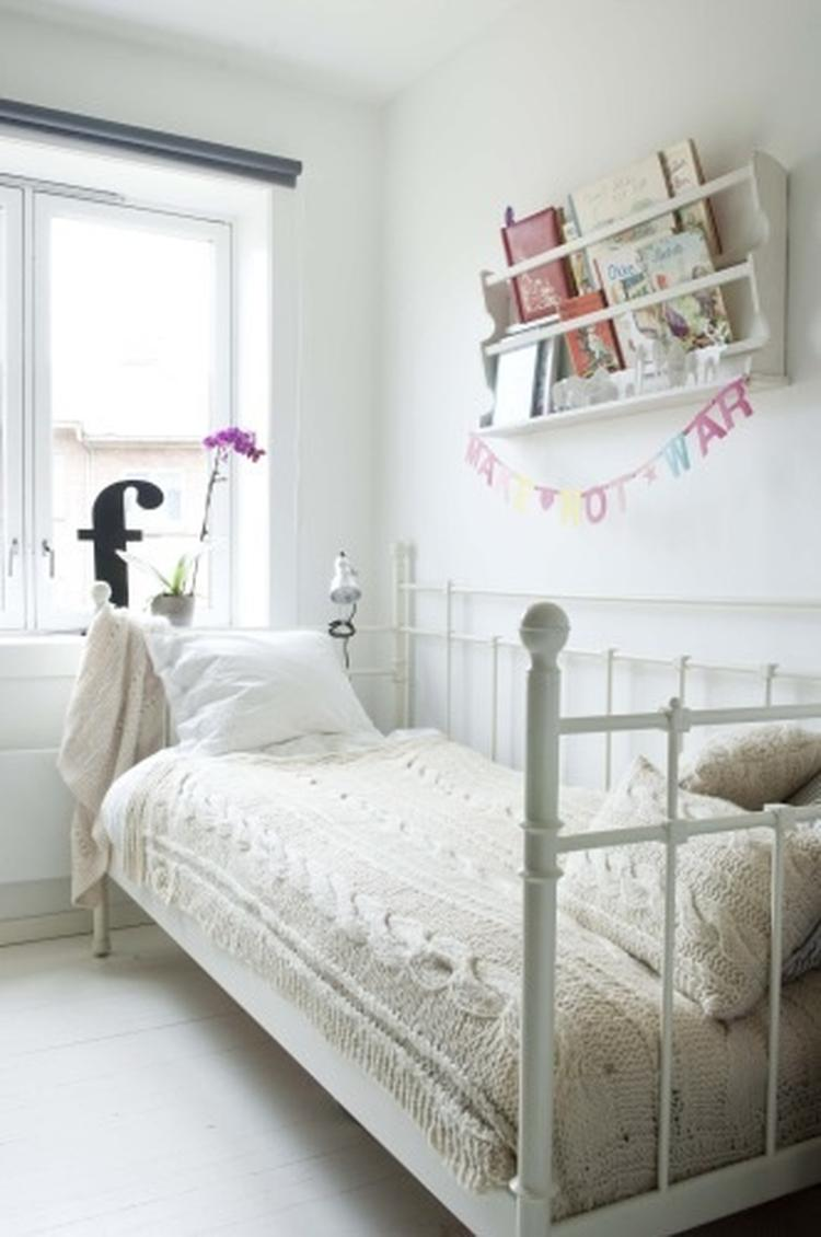 lieve rustieke brocante meisjes slaapkamer / kinderkamer gewoon wit ...