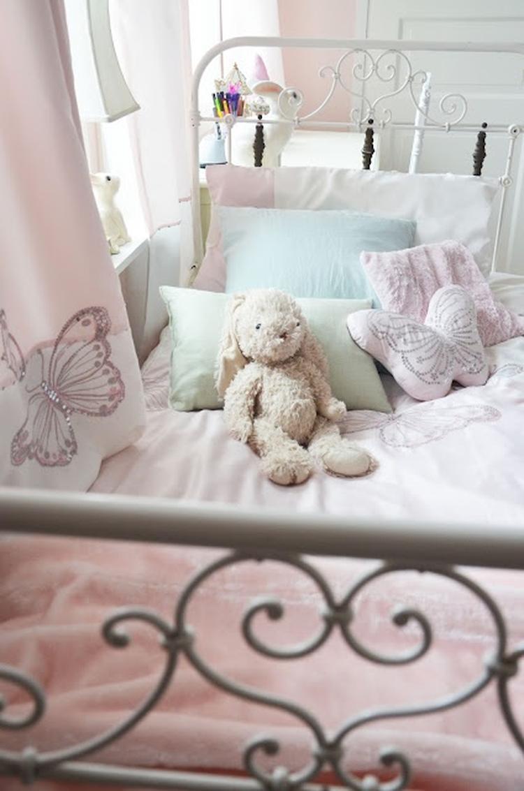 zachte pasteltinten in de meisjes slaapkamer. Foto geplaatst door ...