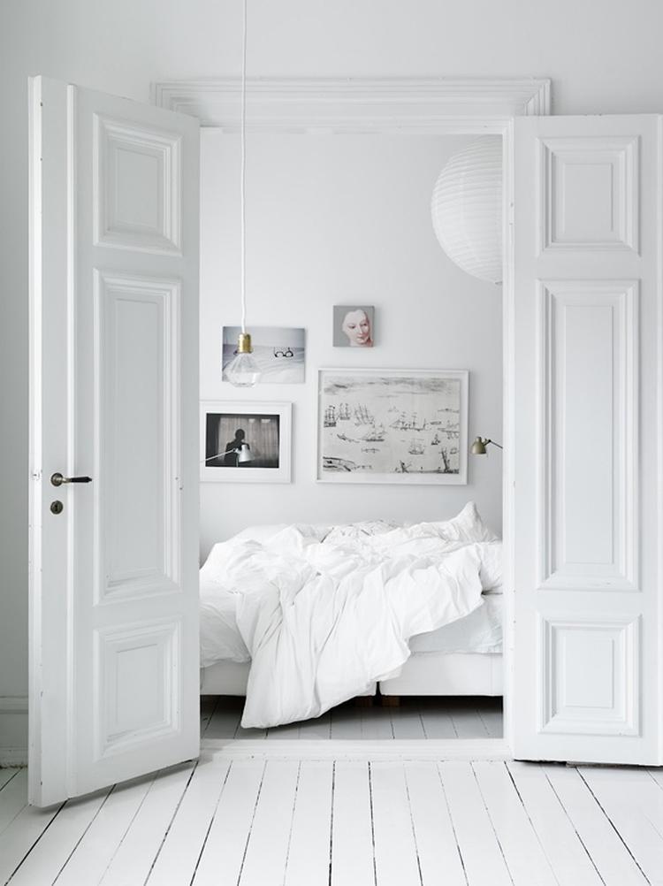 Bekend wit houten vloer in slaapkamer. Foto geplaatst door ilonavr op @BQ04