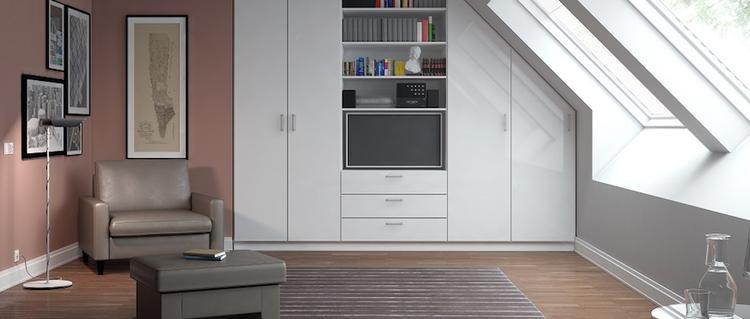 Moderne Inbouwkast Op Maat Onder Een Schuine Wand Met Lades