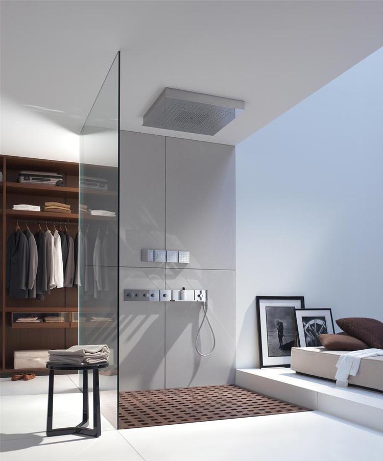 Luxe bad-slaapkamer met inloopdouche. Een inloopdouche in de ...