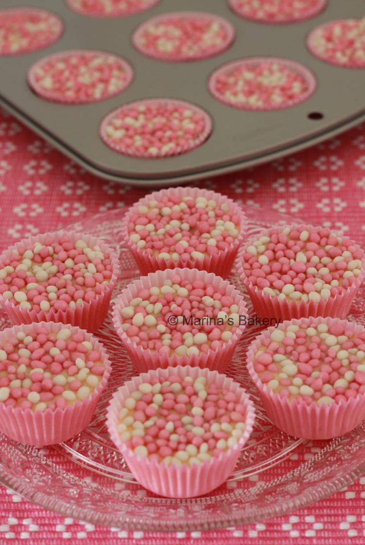 Babyshower Its A Girl Chocolade Cupjes Met Roze Muisjes Foto