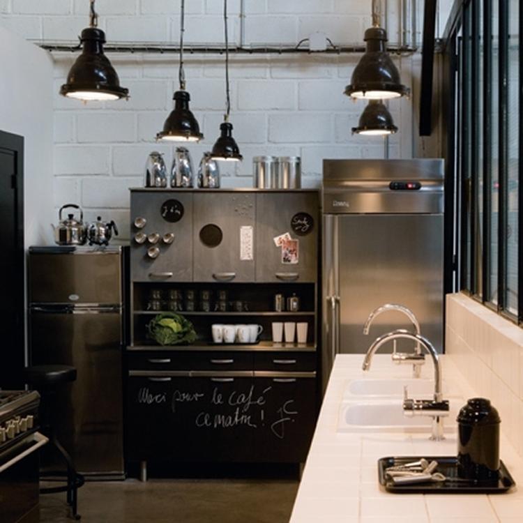 Rvs keuken, wit, zwart en hout krijgt nog meer karakter met een ...