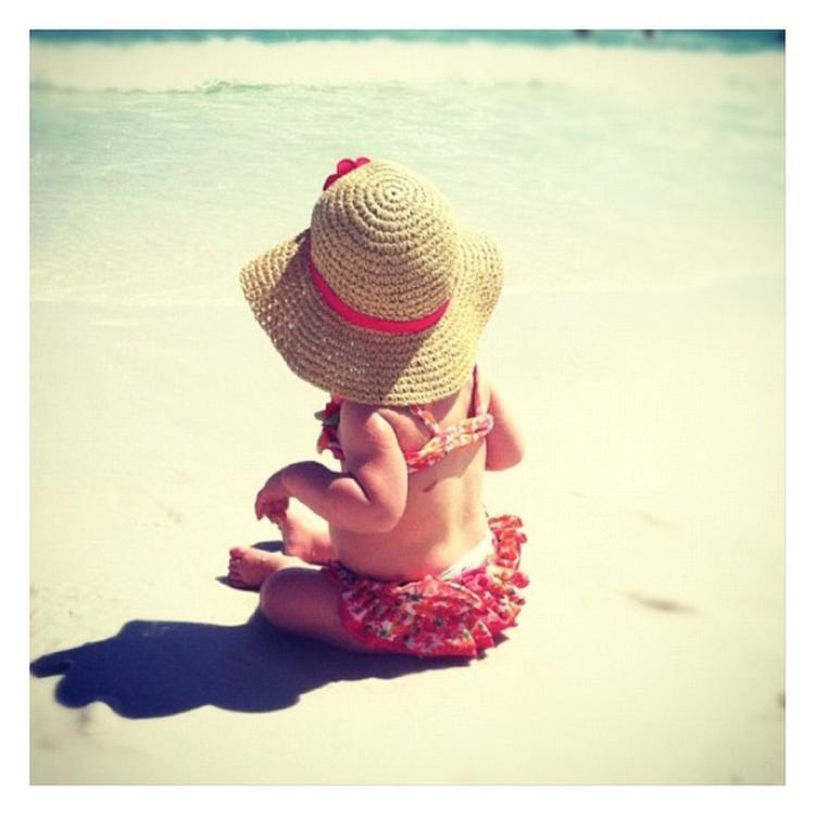 Beach Baby Met Hoedje Foto Geplaatst Door Beachbum Op Welkenl