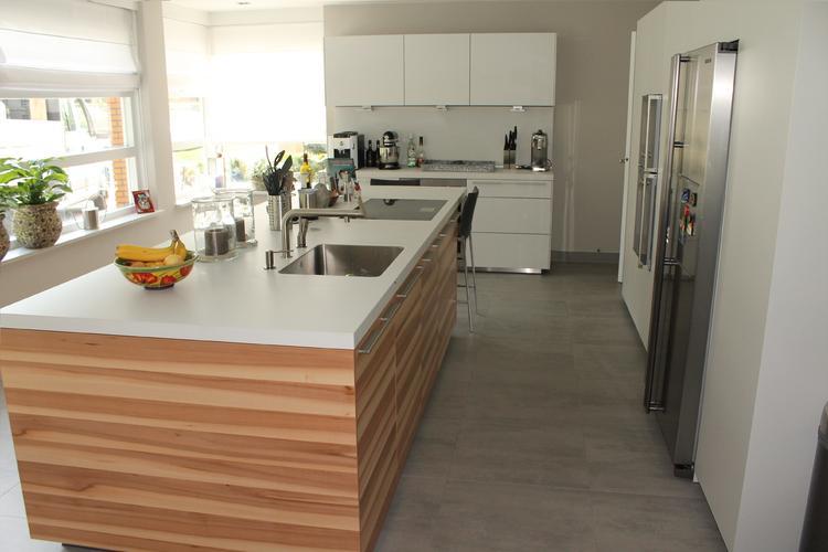 Bulthaup B3 Keukens : Bulthaup b keuken wandopstellingen en werkbladen in wit