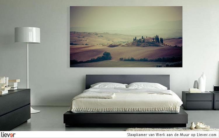 Anders hang je even een groot schilderij in je slaapkamer?. Foto ...