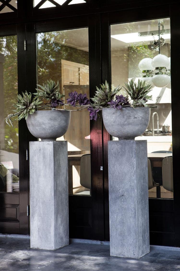 Zuilen met stoere betonlook. Geschikt voor binnen en buiten. . Foto ...