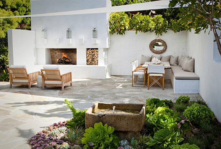 Tuin met een vaste zithoek en open haard. ook fris dat wit!. foto