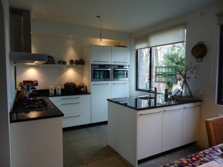 Gerookt eiken keuken - Open keuken naar woonkamer kleine ruimte ...