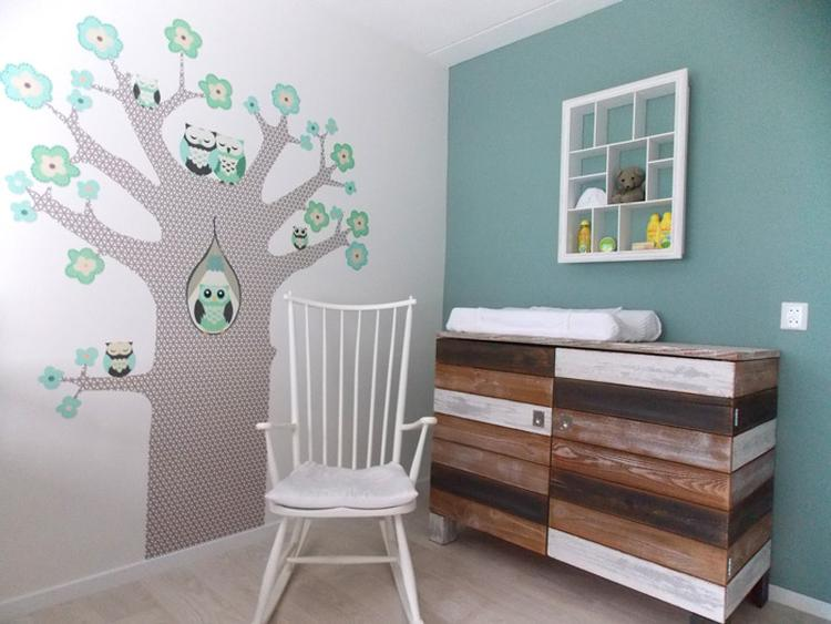 Wanddecoratie Babykamer Boom.Babykamer Kleuren Natuurlijk Mooi Met Boom En Steigerhout Foto