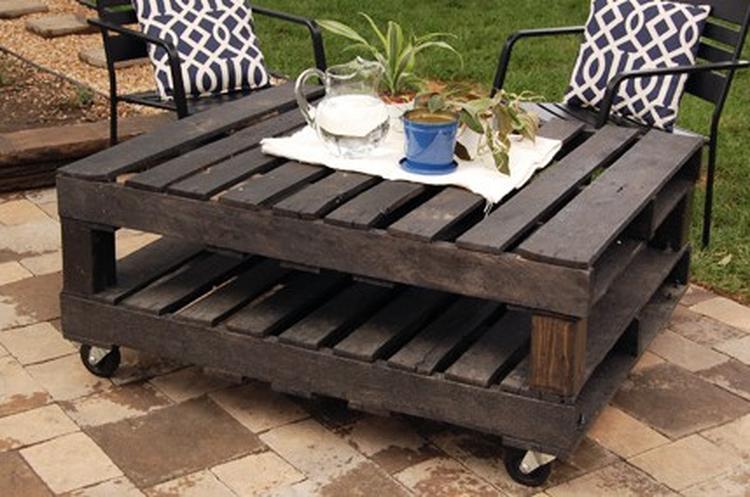 Bekend pallet tafel - ook leuk voor binnen. Foto geplaatst door iwood op DO44