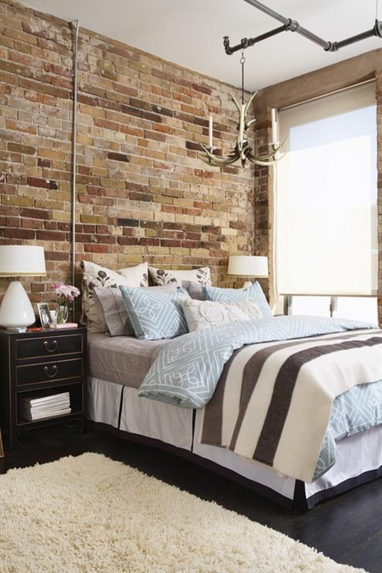 Stoere slaapkamer met bakstenen achterwand. Foto geplaatst door ...