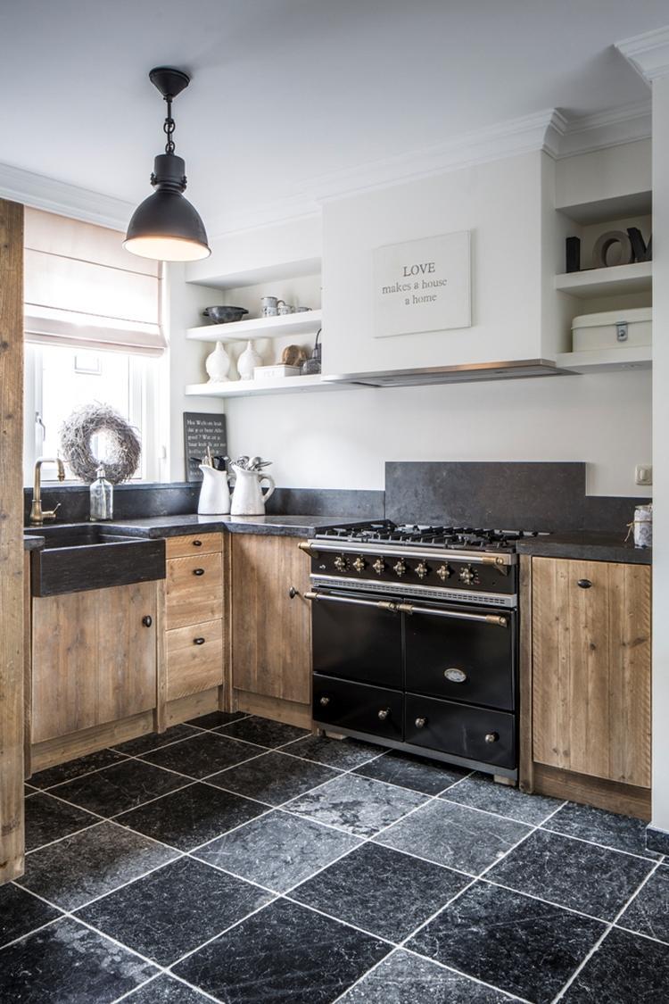 Landelijke keuken van steigerhout. foto geplaatst door ineke de ...