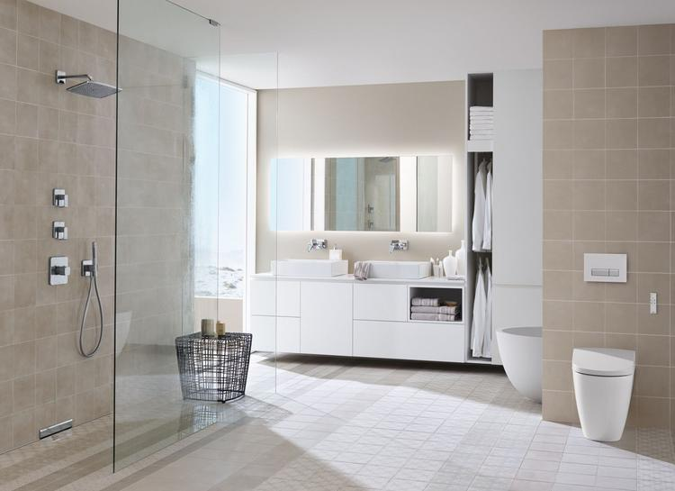 Stijlvolle badkamer met innovatieve snufjes: in de douche de ...
