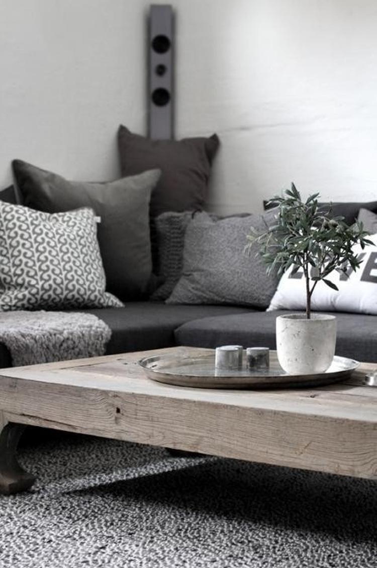 Grijstinten en stoere salontafel voor de woonkamer. Foto geplaatst ...