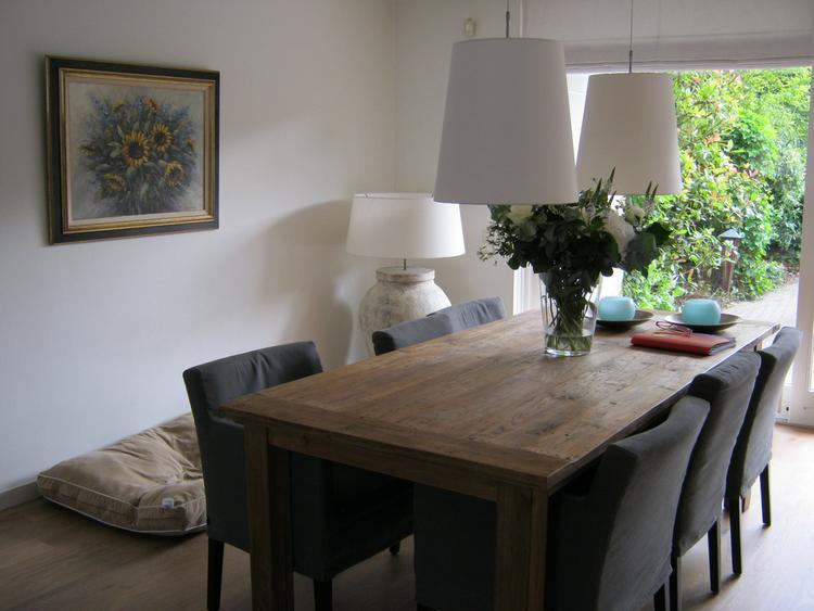 Mooie eettafel met grijze stoelen foto geplaatst door danielle